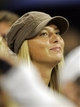 Sharapova_watches_roddick